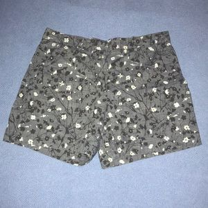Gap Tailored,floral gray shorts.size 6R